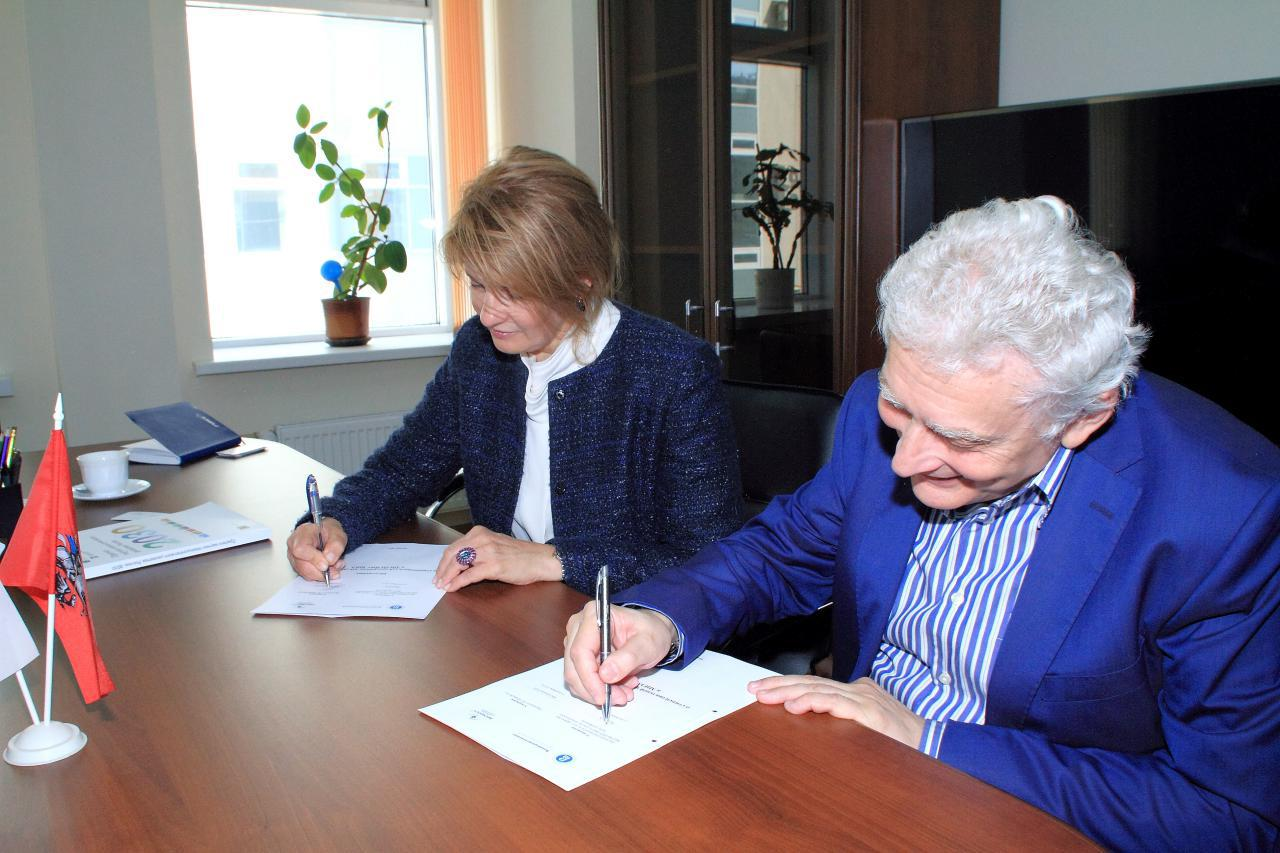 InfoWatch_01: (From Left) Natalya Kaspersky, President of InfoWatch Group and Evgeny Kruk, Director of MIEM HSE, Professor, Dr.Sc. at HSE Tikhonov Moscow Institute of Electronics and Mathematics during the announcement.